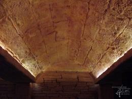 Mediterrane Steinwand als Gewölbe