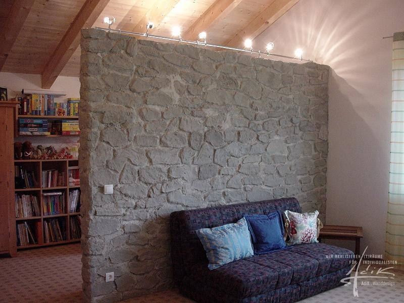 Steinwand als Raumteiler