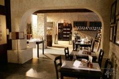 Steinwand im Weinkeller