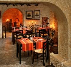 Mediterrane Bruchstein im Weinkeller