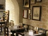 Das Steinpaneel Florina im Weinkeller