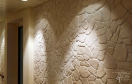 Steinwand und Licht
