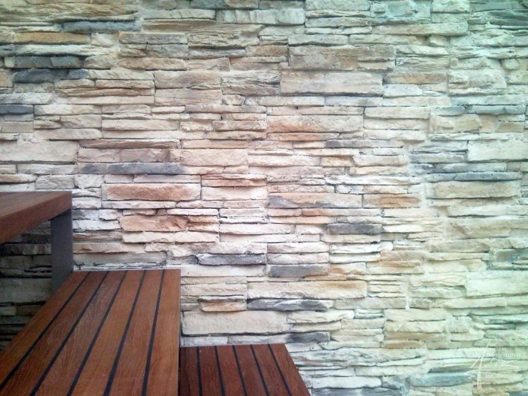 Im wohnzimmer steinwand von adik   wanddesign