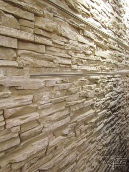 Detail einer tiefen Steinwandgestaltung