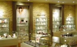 Steinwand beim Juwelier