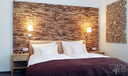 Holzpaneel Memory und Sticks im Schlafzimmer