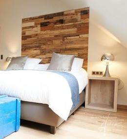 Holzpaneel Rayab im Schlafzimmer