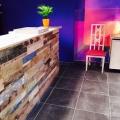 Holzpaneel im Restaurant