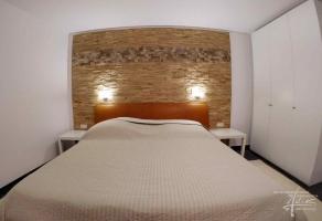 Holzwand für ein Schlafzimmer