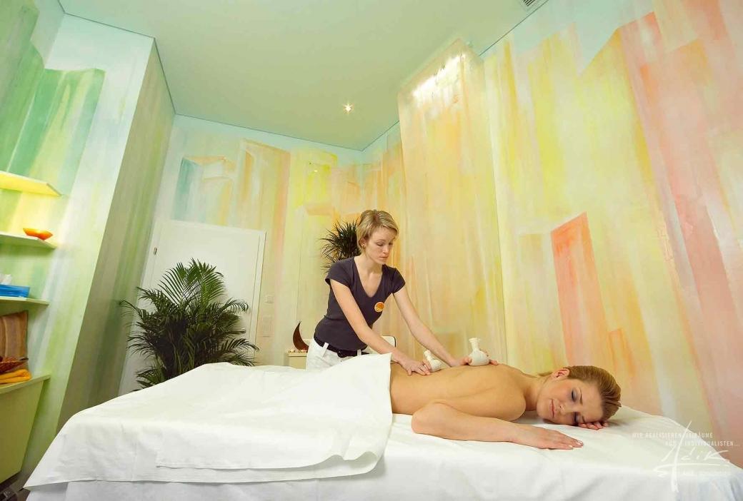 Massageraum mit Plexigläser