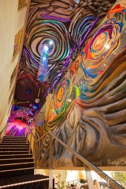 Moderne Gestaltung mit Relief und Kunstmalerei