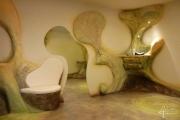 Sitz, Spiegel, Kästchen verschmilzen zu einer harmonischen Gesamtform