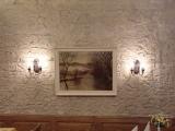 Steinwand im Restaurant