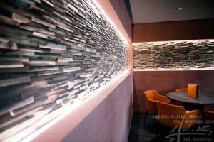 Wandpaneele in einem Cafe