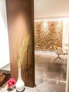 Designwand aus Holz
